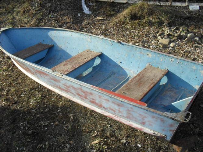 12 foot aluminum boat with oars and oarlocks