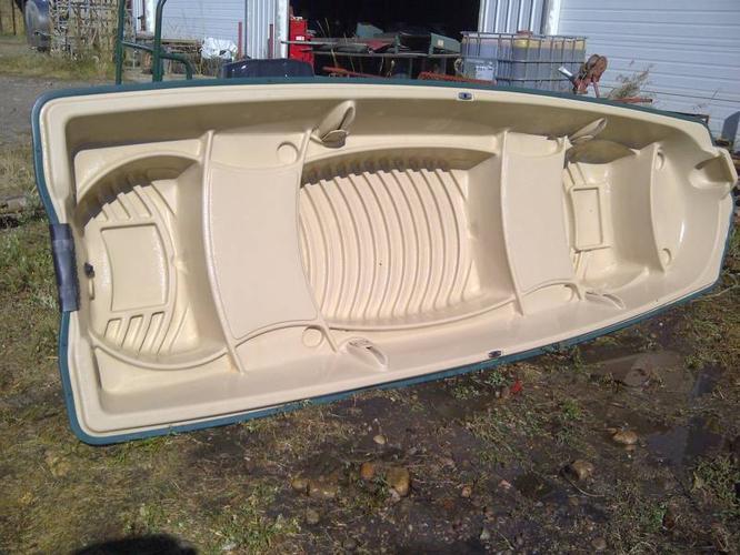 12 ft Polyethelene John Boat & 9.9 Evenrude Motor