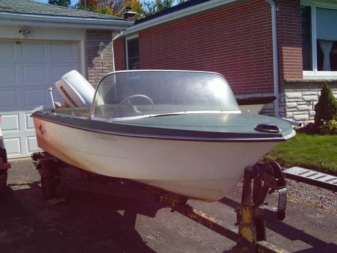 13 Fiberglass Crestliner Runabout With 40 OMC Trailer Extra
