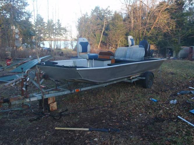 18' Smoker Craft Bass Boat - 70hp MERC