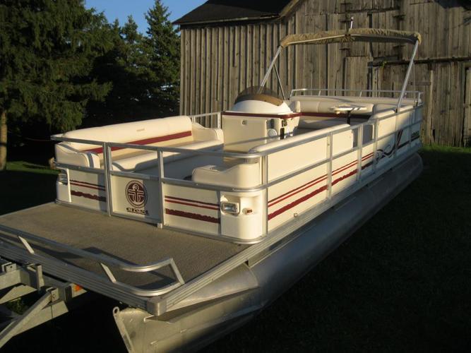 1998 Crest II DL 25' Pontoon Boat w/1998 Mercury Mariner 40hp Seats 14