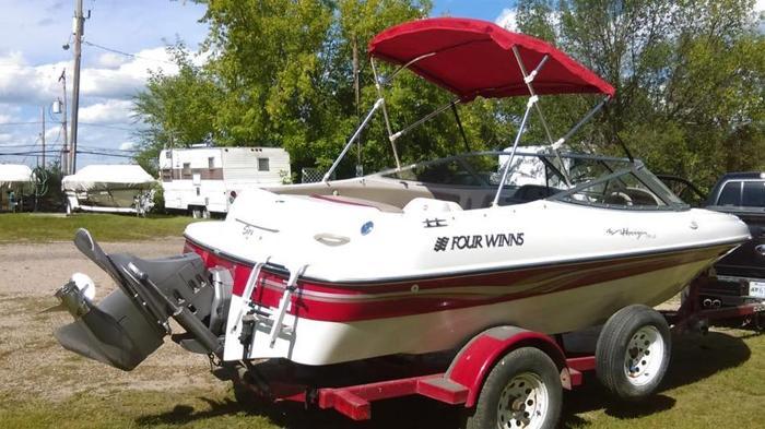 1999 Four Winns Boat