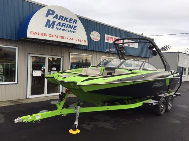 2017 Malibu 22 MZX Wakesetter Ski Boat