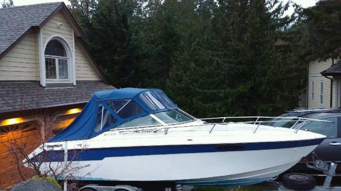 23 ft Seaswirl 220, new trailer, newer interior, roof, engine low hrs