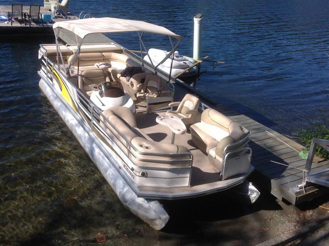 27' Suntracker, pontoon boat