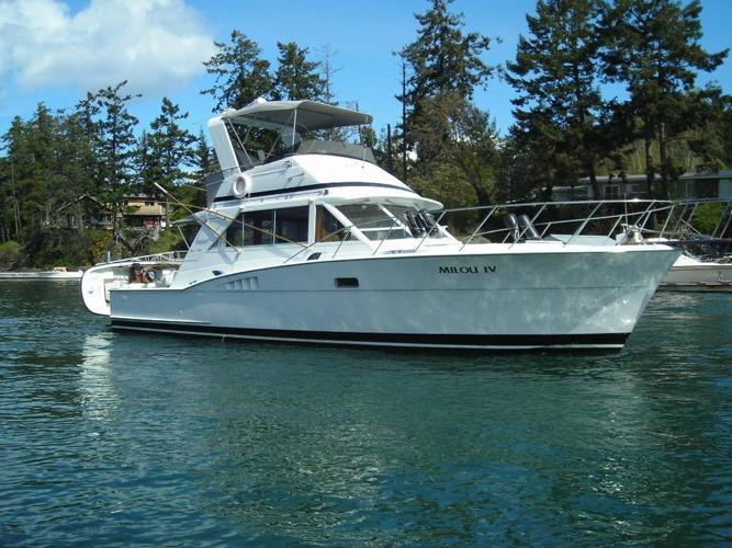 42' Chris Craft Commander Sport Sedan with boathouse - Thunderbird Yacht Sales
