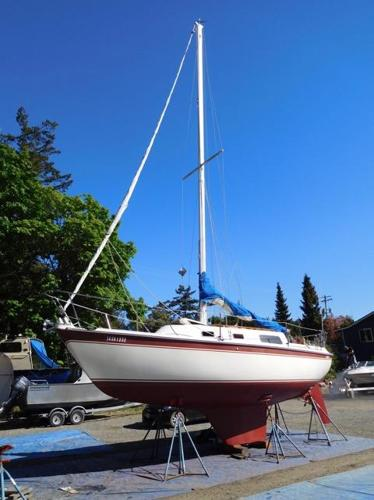 Cal 27,  27' cruising sailboat