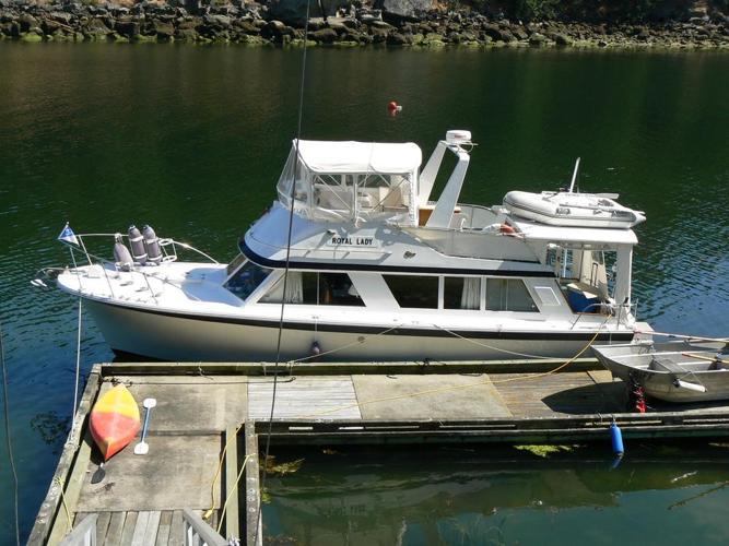 Canoe Cove Salon Cruiser - 36 Feet