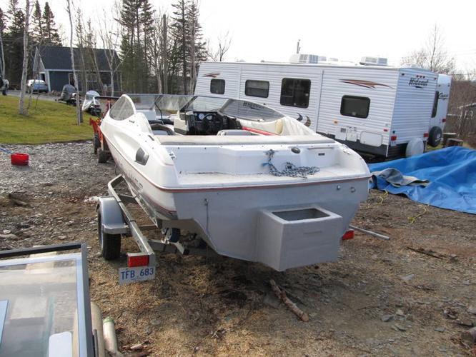 For Sale 19ft Bayliner Boat Bowrider Capri for sale in Glenwood