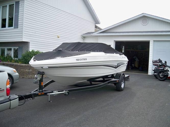 Larson 180 sport speed boat