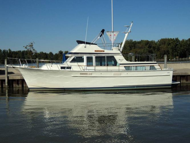 tollycraft 43 cockpit motor yacht for sale in windsor ontario used boats for you. Black Bedroom Furniture Sets. Home Design Ideas