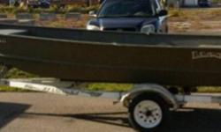 Like BRAND NEW Mint condition 14 ft LUND Modified V Jon boat DUCK BOAT, boat is wide and deep and is in excellent shape, no dings, no dents, and no leaks.... Boat has built in live well in center bench and casting platform on front of boat, boat comes