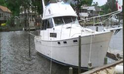 1986 - 38' Bayliner 3818 Curently located in Norfolk, Virginia Twin Hino Diesel Engines, Sleeps six, etc. Excellent Condition. $85,000.00 (obo)(if delivered to NL) For futher information call: (709) 364-2857 in St. John's NL. or (709) 632-6106/785-5937