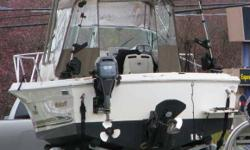 2003 Wellcraft 220 Coastal, 22 foot, Lowrance HDS-10 Complete Radar/Sonar/GPS System including 3D, Broadband Radar, Sonar, Map Reader Sonar, West Coast Maps, Radar Bar recently installed with Broadband and Rod Holders installed. Kicker Bracket, Fish