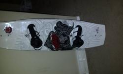 2010 RONIX VAULT WAKEBOARD 144 WITH DIVIDE BINDINGS SIZE 9.5-11.5, GREAT SHAPE LIKE NEW HAVE ANOTHER RONIX BOARD SO THIS ONE DOESNT GET USED.