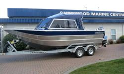 This 2018 THUNDERJET CHINOOK 21 FULL HARD TOP comes powered by a Suzuki DF175ATX and packaged with an EZ Loader Tandem Trailer with Disc Brakes. Factory options include: *64 Gallon Fuel Tank *Hard Top Extension w/Drop Curtain *Stern Cover *Dual Battery