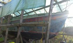 Free needs to be moved asap! 26 foot Columbia sail boat Mk2 has 4 sails, needs some work and a paint job.