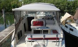 27 ft Maxum  (GREAT VALUE, REDUCED FOR END OF SEASON) $19,500 O.B.O.  -          Excellent condition, well maintained -          Sleeps 6(+); kitchen including fridge, stove, microwave -          440 big block engine, low hours -          Full camper top,