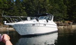 Beautiful 1994 32' Maxum on trailer. Please email any questions or to set up an appointment to view. Engines Total Power: 500 HP Engine hours: just over 400 Engine 1 Engine Brand: 5.7 L Bravo II MerCruiser Year Built: 1994 Engine Model: 5.7 L Bravo II