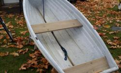 10 foot fiberglass boat with 12 volt 30 lb thrust minn kota electric outboard light and easy to put in your truck 400.00