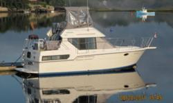 this is a fabulous boat. you will not believe the roominess of this wonderful Carver yacht. twin engines with generator. fridge 110- 12 volt. gps microwave,alcohol/electric stove , vhf, fishfinder, full bimini top, sleeps six. head with shower, two helms,