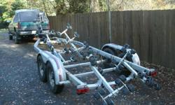 EZ loader 7000lbs boat trailer Brand new brakes, tires & bearing recently service. Good for boat 23-27 feet