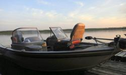 Excellent condition!!  Boat has been serviced yearly by authorized Mercury dealers only. 115hp Mercury Optimax. 4 Pedistal Seats. Minnkota PowerDrive 12-volt, 55-lb thrust, 54? shaft foot-controlled trolling motor. AM/FM CD stereo. 19 Gallon bow aerated