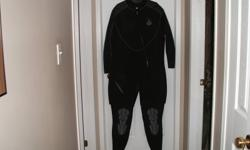 2011 two piece Kona wet suit 7m size 5xl wore about 6 times, lke new.
